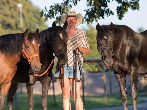 Pferde-und-Christina-stehend